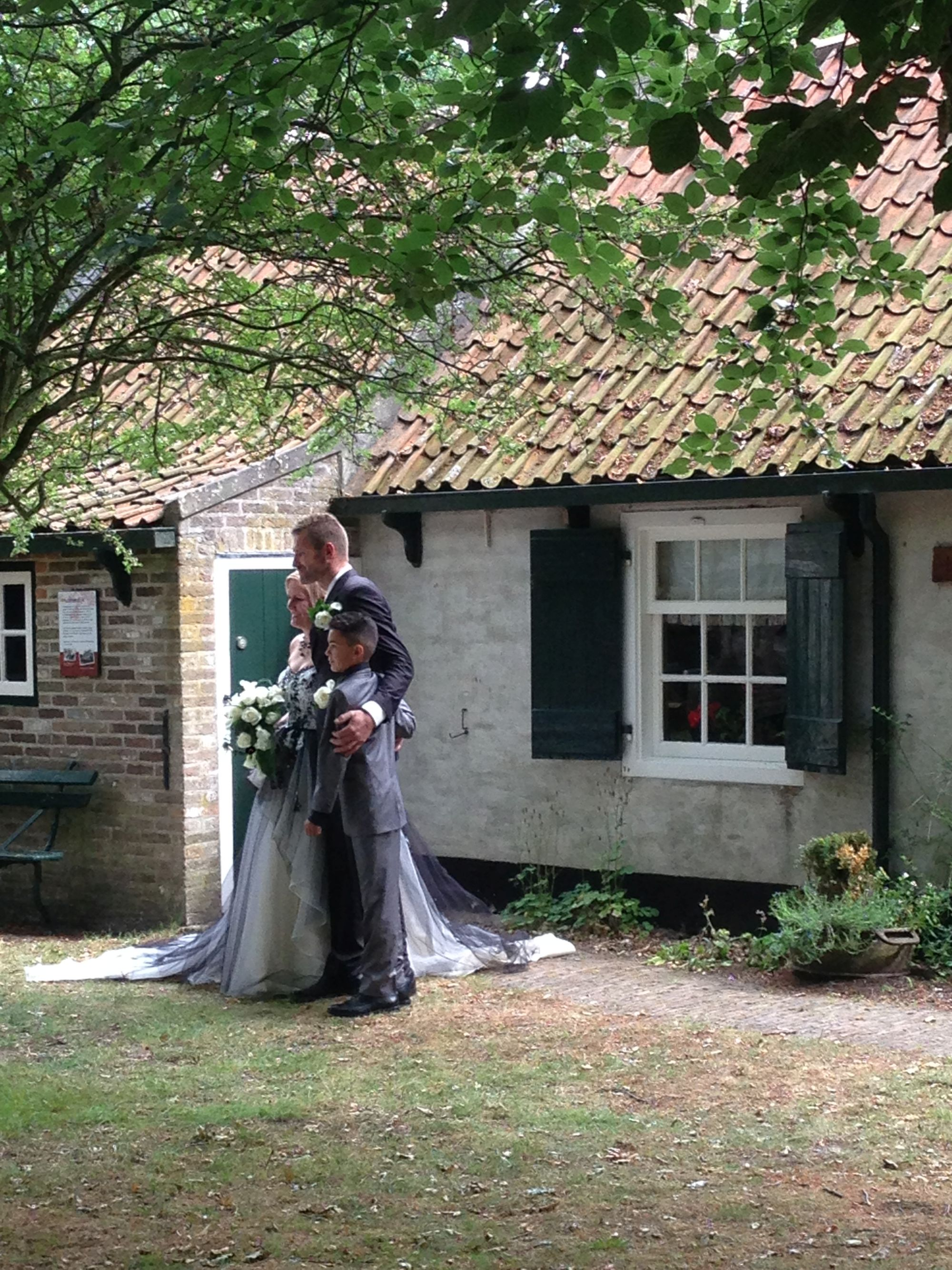 Bruidspaar met bruidsjonker